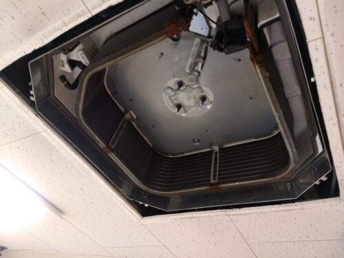 天井埋め込みエアコンはモーターまで外す